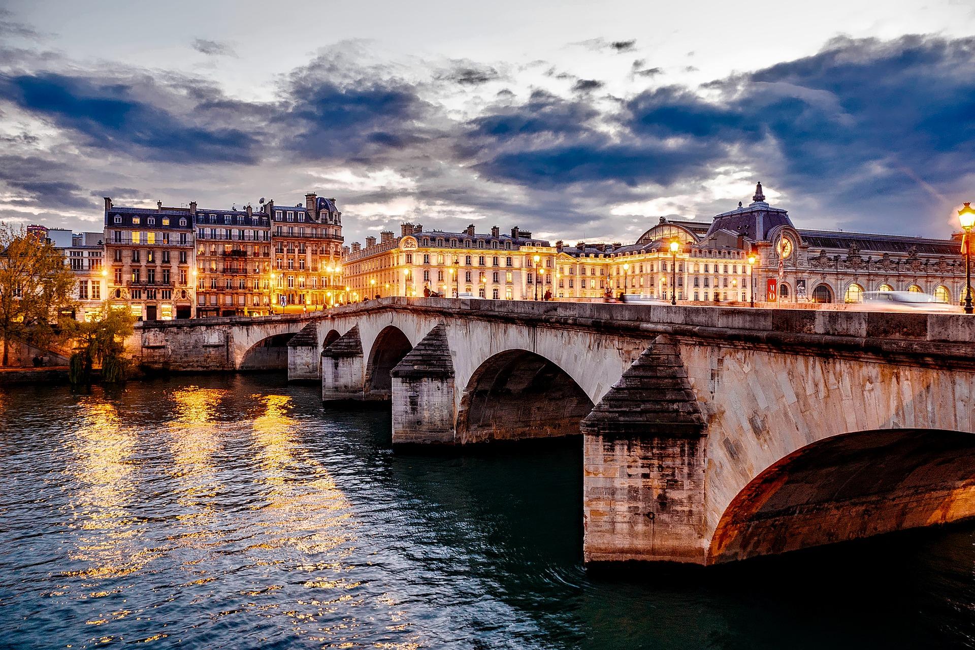 paris-1768702_1920.jpg
